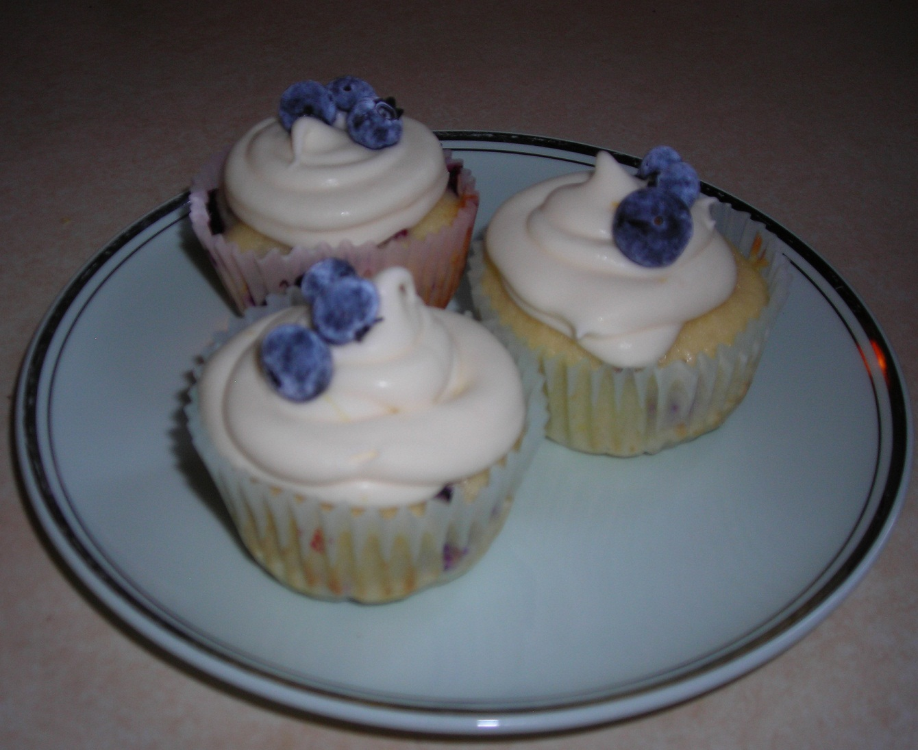 Blueberry Lemon Cupcakes with Lemon Cream Cheese Frosting | Melodyejoy ...